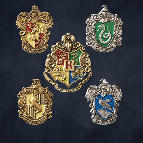 hogwarts h user pins harry potter der offizielle harry potter shop. Black Bedroom Furniture Sets. Home Design Ideas